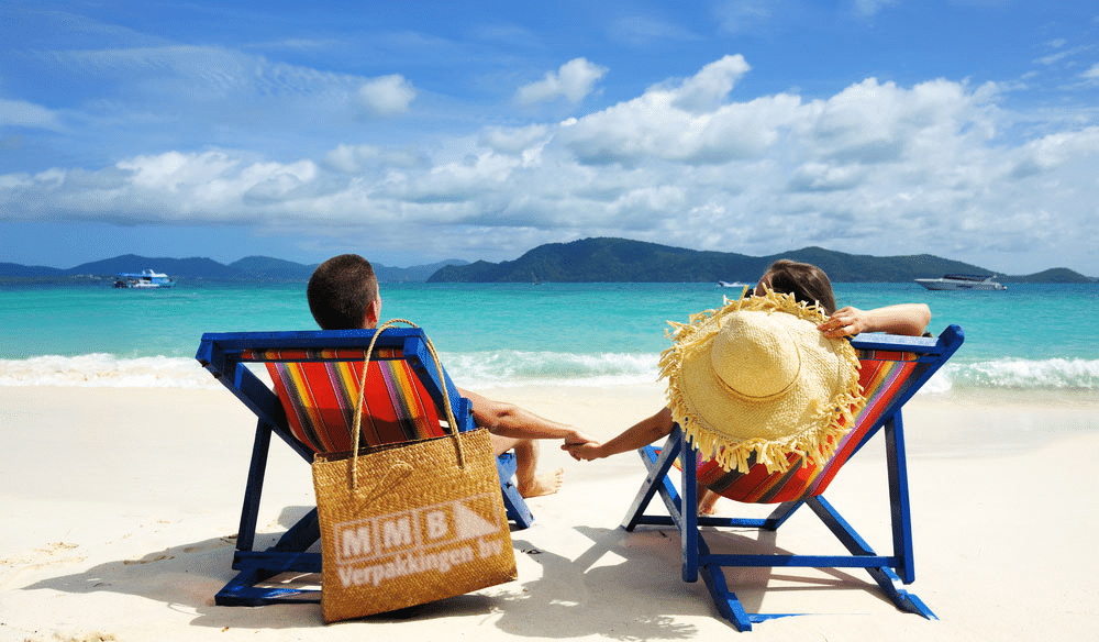 MMB_beach_couple_enjoy_summer